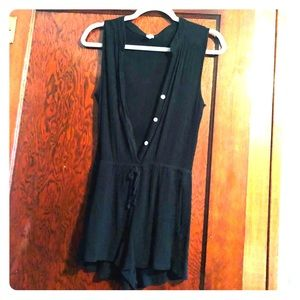 💥Black button up romper with pockets 💥